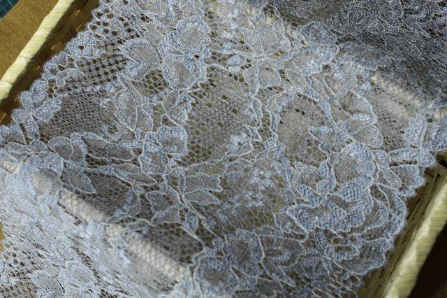 画像1: 5m!幅16.5cm薔薇柄ラッセルストレッチレース 魅惑のブルーグレー (1)