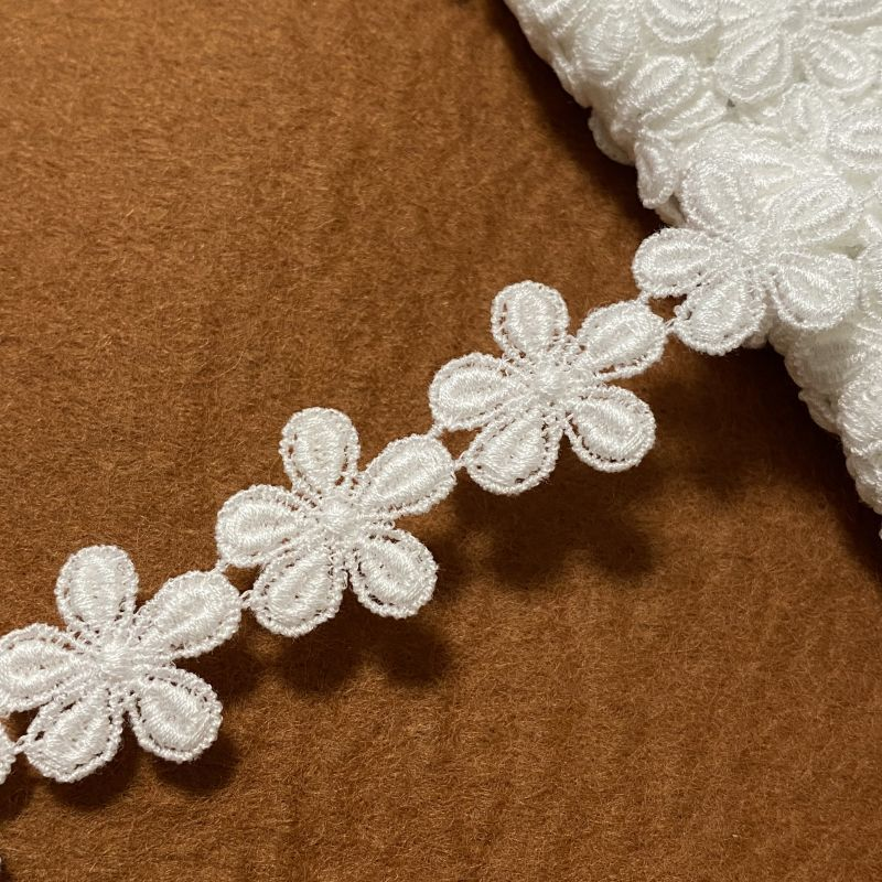 画像1: 3m!幅2cm小花柄綿ケミカルレース オフホワイト (1)