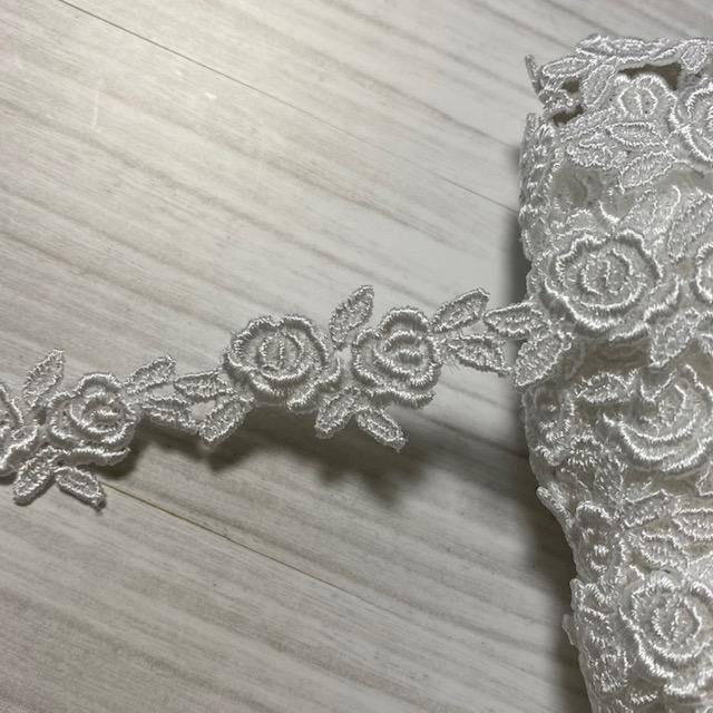 画像1: ケミカルレース オフホワイト  幅2cmツインの薔薇柄 6m巻 (1)