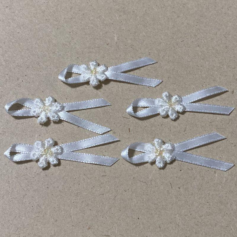 画像1: 5個セット!幅4.2cm小花ケミカルリボンモチーフ ホワイト ハンドメイドに (1)