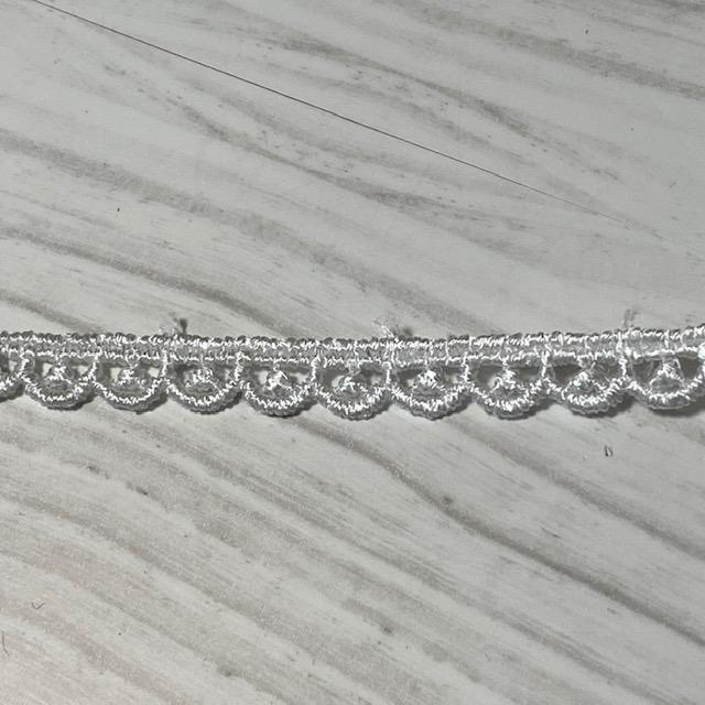 画像1: ケミカルレース オフホワイト 幅0.7cm極細スカラ柄 6m巻 (1)