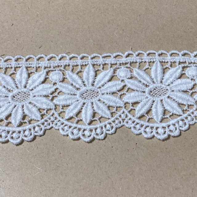 画像1: 綿ケミカルレース オフホワイト 幅5.5cm 花柄 1m (1)