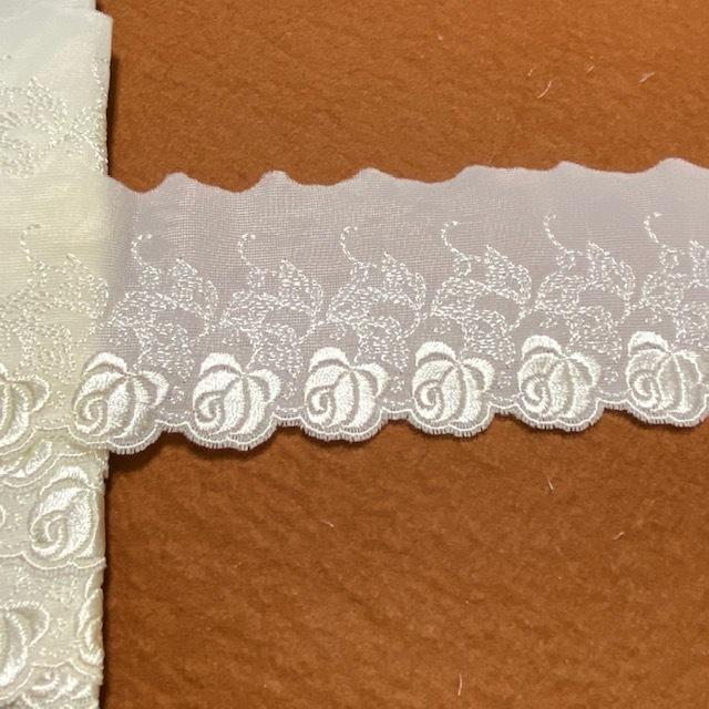 画像1: 刺繍レース オフホワイト 幅6.7cm薔薇柄 3m巻 (1)