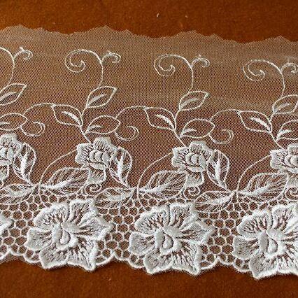 画像1: チュールレース オフホワイト 幅15.5cm花柄日本製 3m巻! (1)