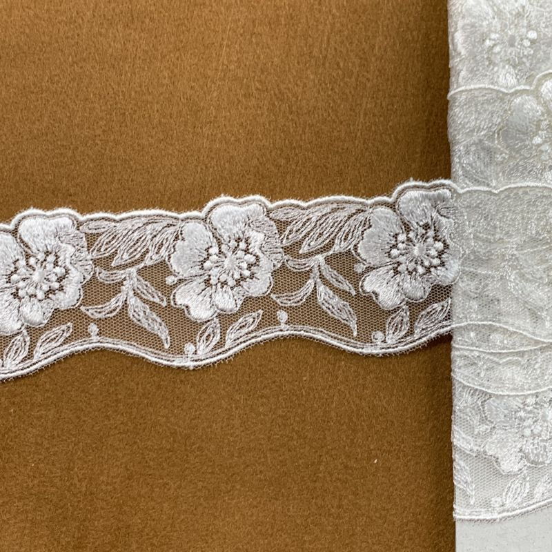 画像1: チュールレース オフホワイト 両山幅4.6cm花柄 9.5m巻! (1)