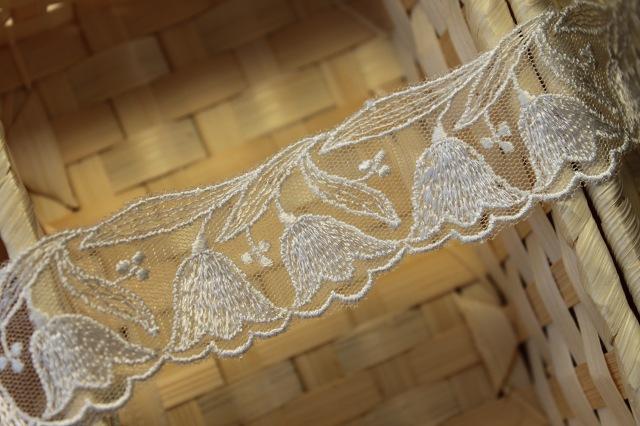 画像1: 6.5m!幅3.5cm可愛いスズラン柄チュールレース オフホワイト (1)